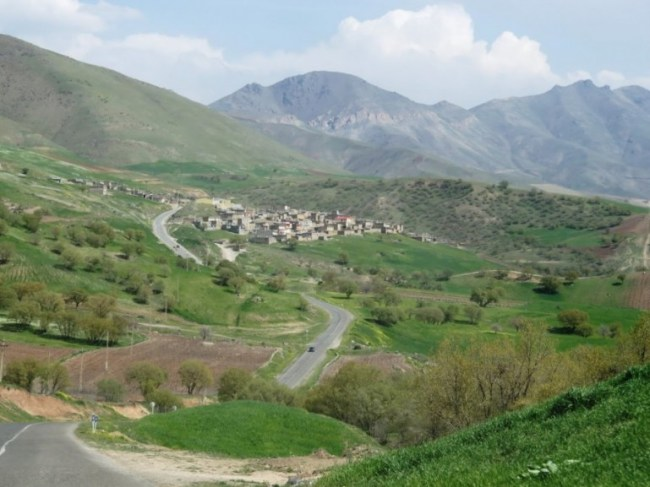 The road to Palangan in Iranian Kurdistan