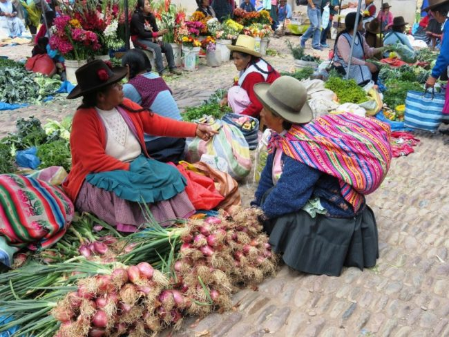 Peruvian ladies at the market in Cusco