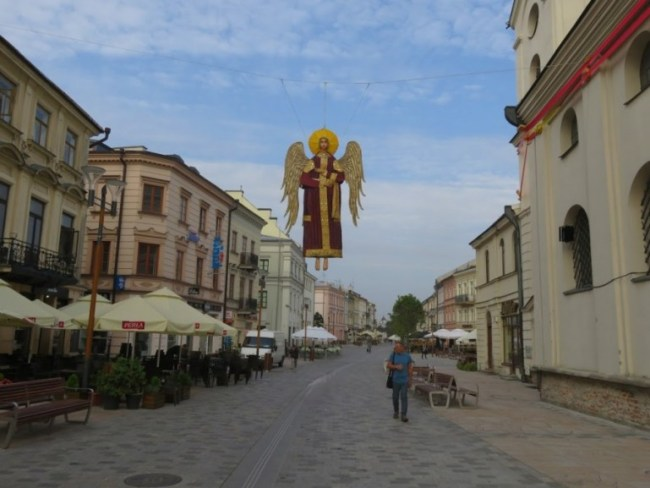 Strolling the Krakowskie Przedmieście street is one of the fun things to do in Lublin