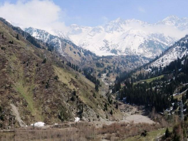 Hiking near Shymbuklak in Almaty