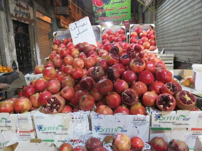 Pomegranatates at the bazaar in Jordan