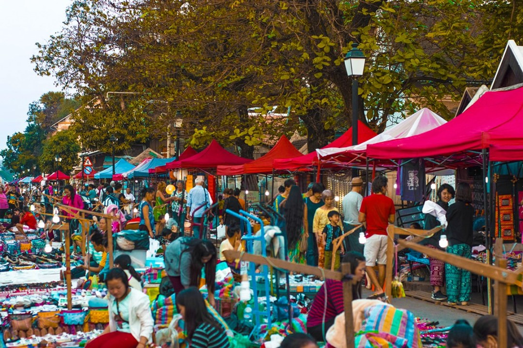 Explore The Luang Prabang Night Market, Laos | Night Market | Luang Prabang | Laos | Backpack South East Asia | Travel | Backpacking | Must Visit | Do Not Miss | Shopping | Souvenirs | Food | Photography | Backpackers Wanderlust | #nightmarket #laos #luangprabang