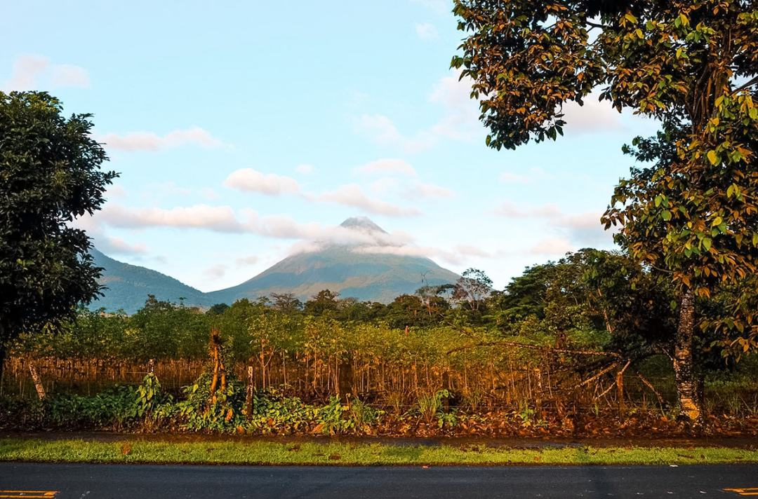 Exploring La Fortuna In Costa Rica | Travel Central America | La Fortuna | Zip line Costa Rica | Zip lining | Volcano | Rainforest | Backpacking Costa Rica | Hot pools | What to do | Where to sleep | Backpackers Wanderlust |
