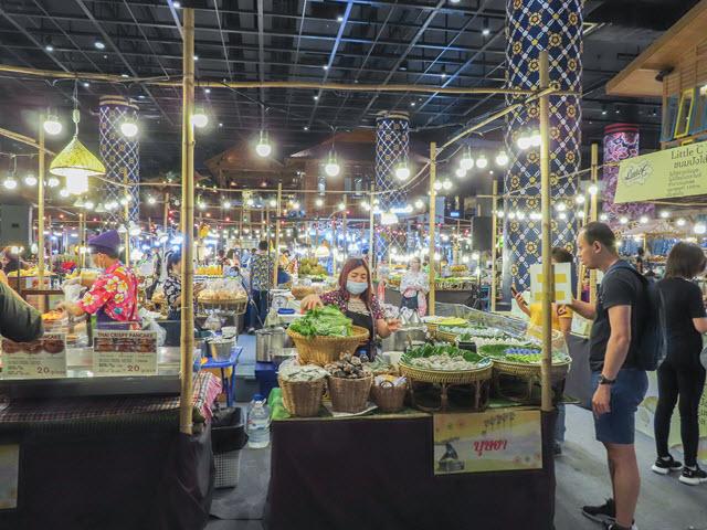 曼谷 ICONSIAM 水上市場美食廣場午餐 – 泰國東北依善地區遊