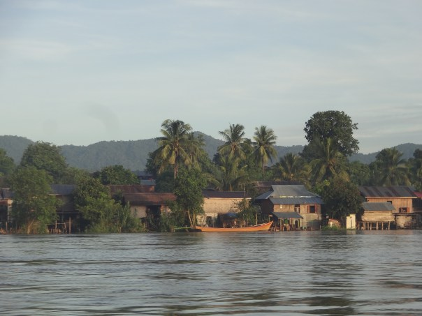 Town view from the boat (Myanmar, 2016).