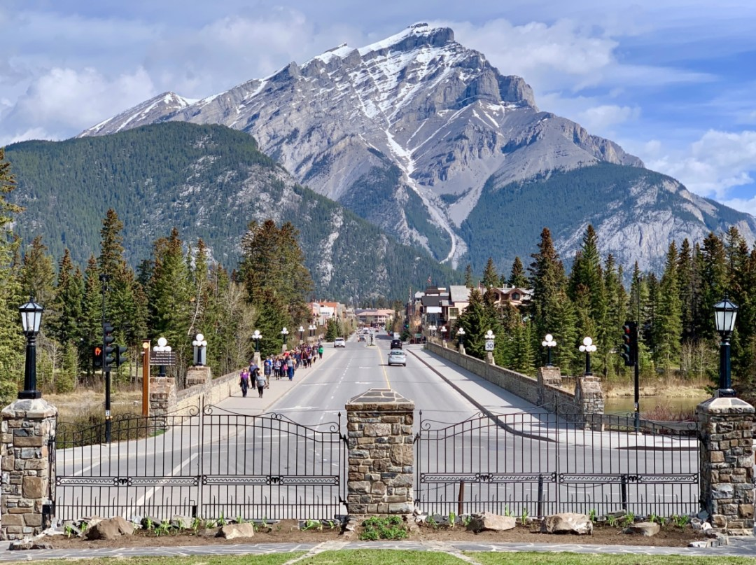 Destination Banff - All Aboard the Rocky Mountaineer! An Insider's Guide to Your Journey by Rail