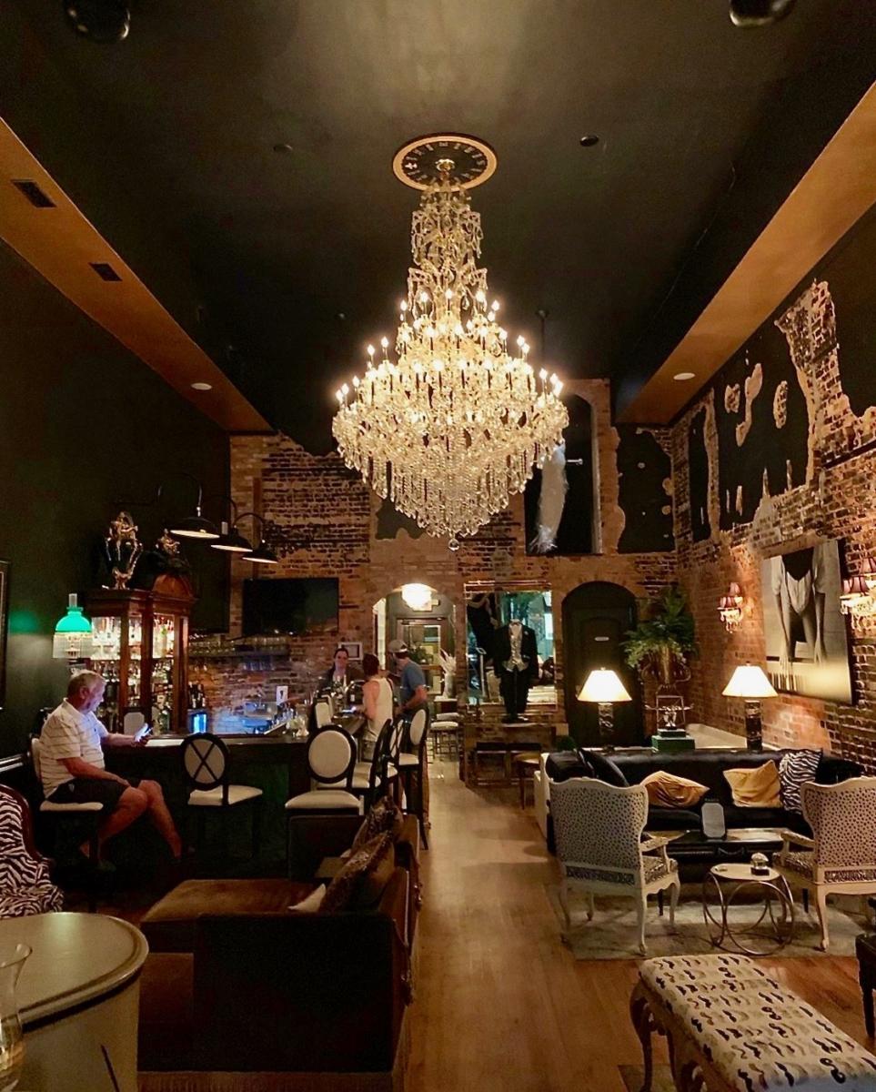 Tails Piano Bar - Wilmington, North Carolina: Hooray for Hollywood & Hometown Hospitality!
