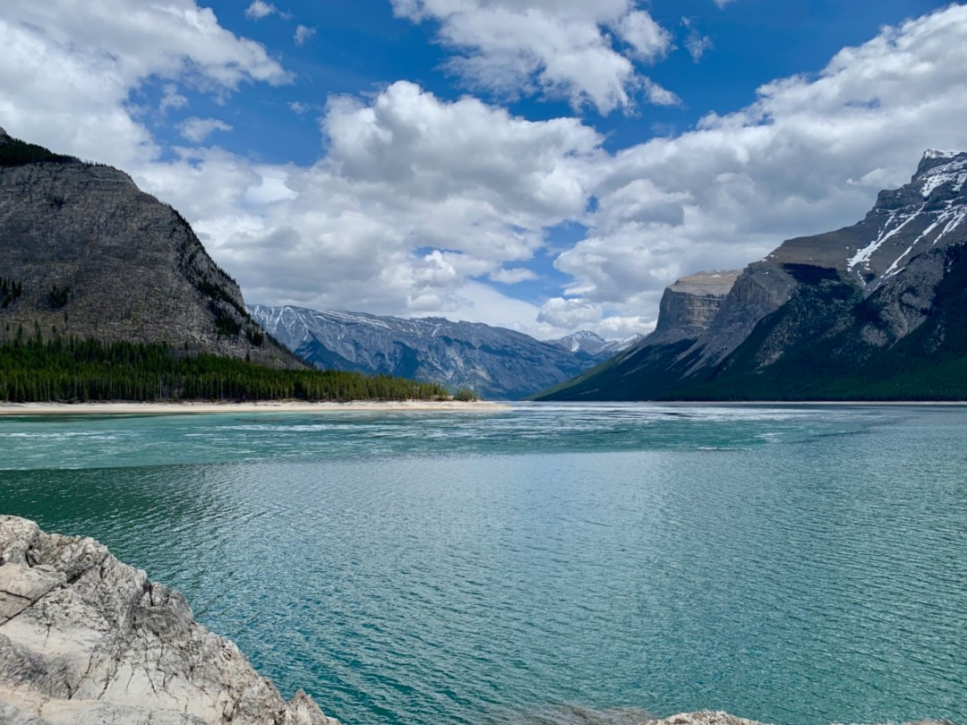Lake Minnewanka Banff - The Best Sites & Activities for a Town of Banff Adventure