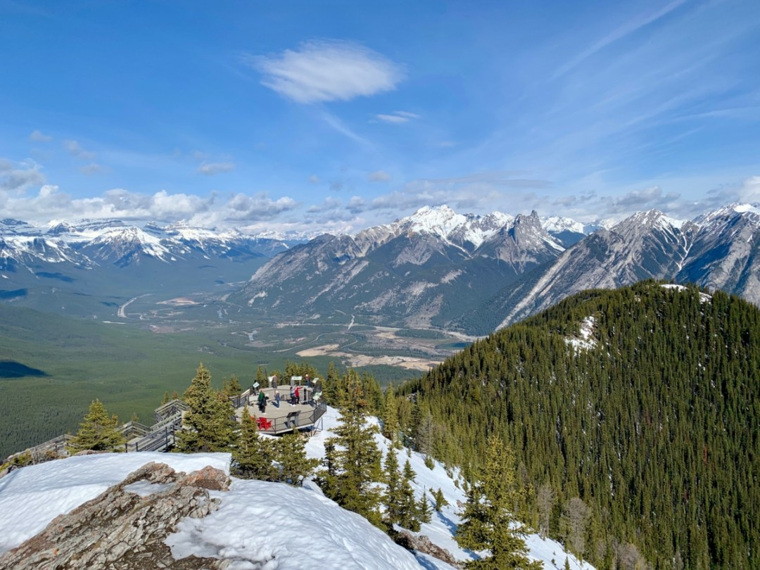 Mountain and Valley View - The Best Sites & Activities for a Town of Banff Adventure