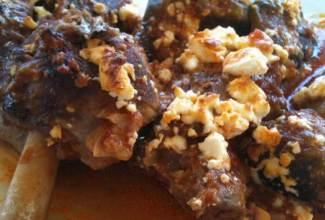 Αρνί στο φούρνο με μελιτζάνες και φέτα
