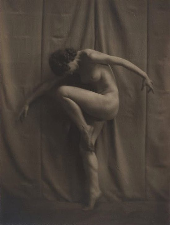 karl-struss5-from-48-photographs-of-the-female-figure-1917-via-bukowski