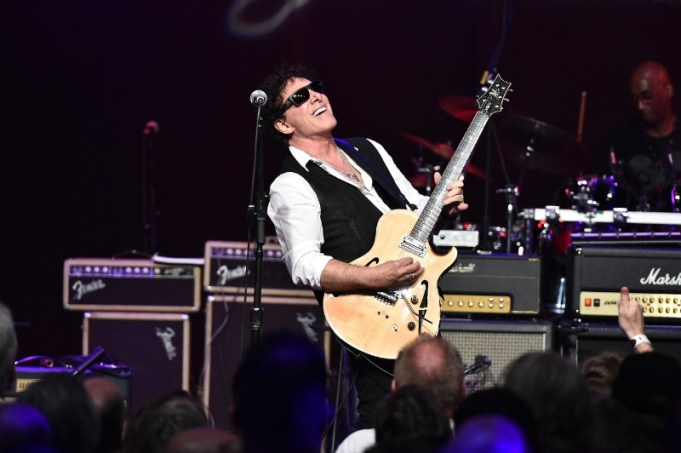 Neal Schon attends the Les Paul 100th Anniversary Celebration on June 9, 2015 in New York City (PRNewsFoto/Mascot Label Group)