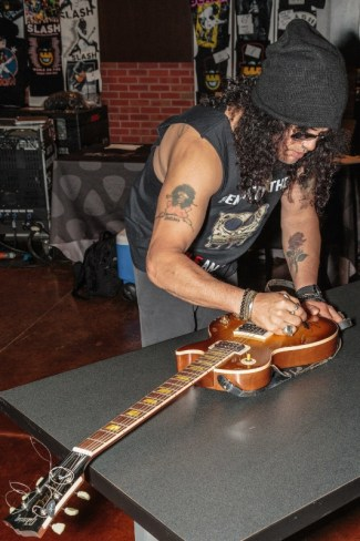 On May 19th, 2015, Grammy award winning artist SLASH signs the Gibson Les Paul '58 Reissue guitar on display at Hard Rock Hotel & Casino Sioux City. PHOTO CREDIT: Matt Downing. (PRNewsFoto/Hard Rock Hotel & Casino Sioux..)