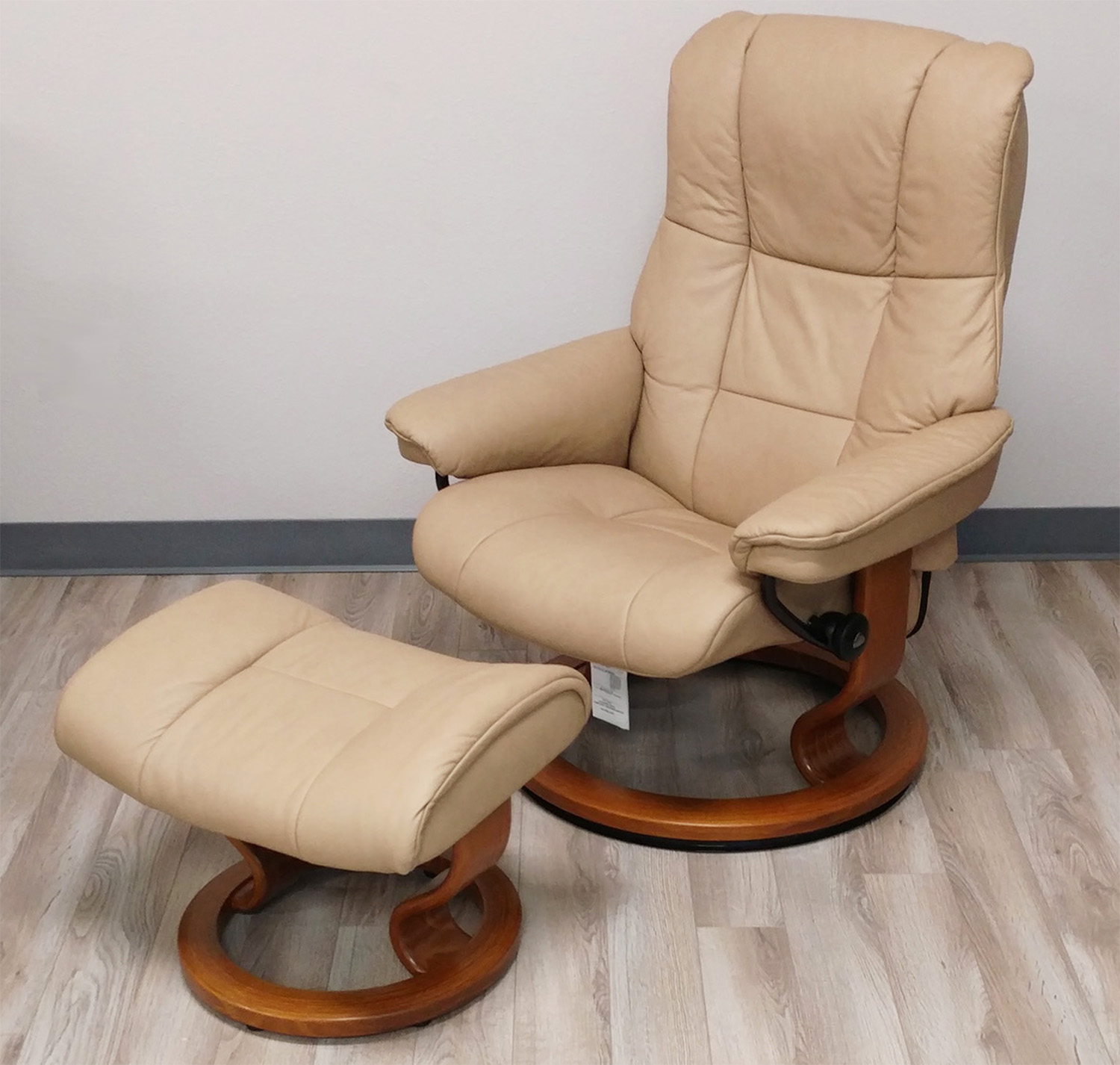 recliner chair leather signet high stressless mayfair paloma sand by ekornes chairs recliners