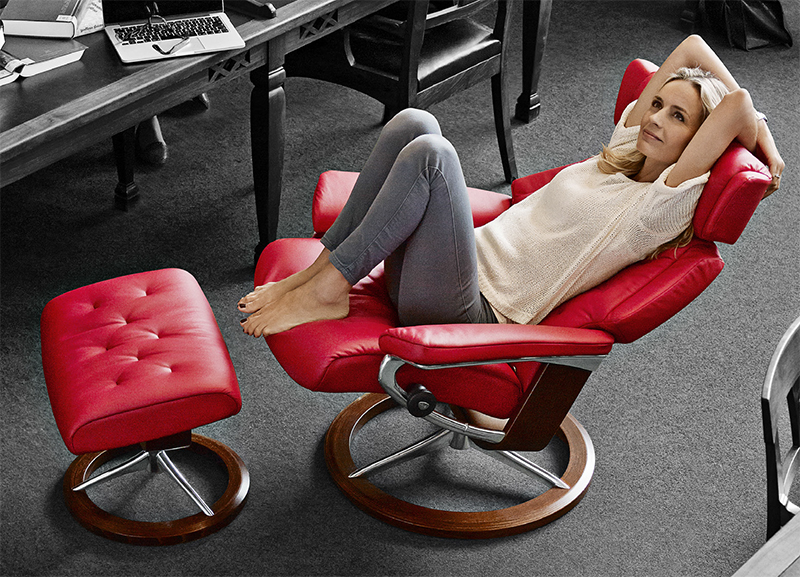 red leather chair and ottoman parson chairs stressless paloma tomato 09461 by ekornes recliner