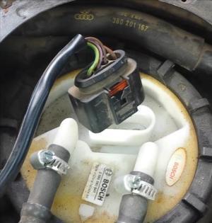 Testing if a Fuel Pump is Bad Volkswagen Passat (1998 – 2005) | BackYardMechanic