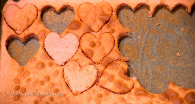 Vanille-Traum Kastenkuchen mit roten Herzen