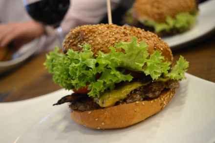 Who's that Burger Berlin Cheeseburger