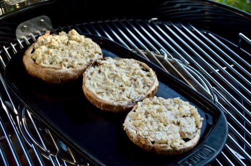 Gefüllte Portobello-Pilze mit Kräuterseitlingen und Blauschimmelkäse