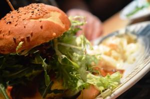 The Pub - Möpse trinken Bier - Berlin - Cheeseburger Review