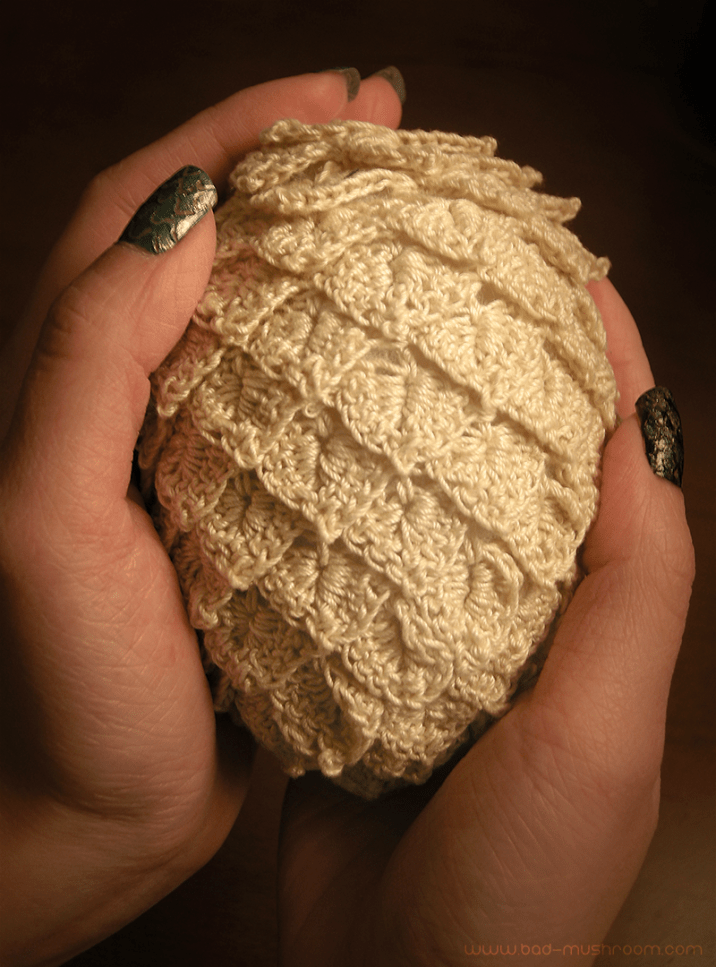 Crocheted Game of Thrones dragon eggs