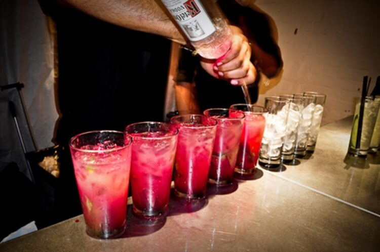 Colorful alcoholic drinks (32 Photos) 8