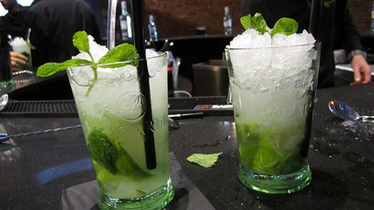 Colorful alcoholic drinks (32 Photos) 12