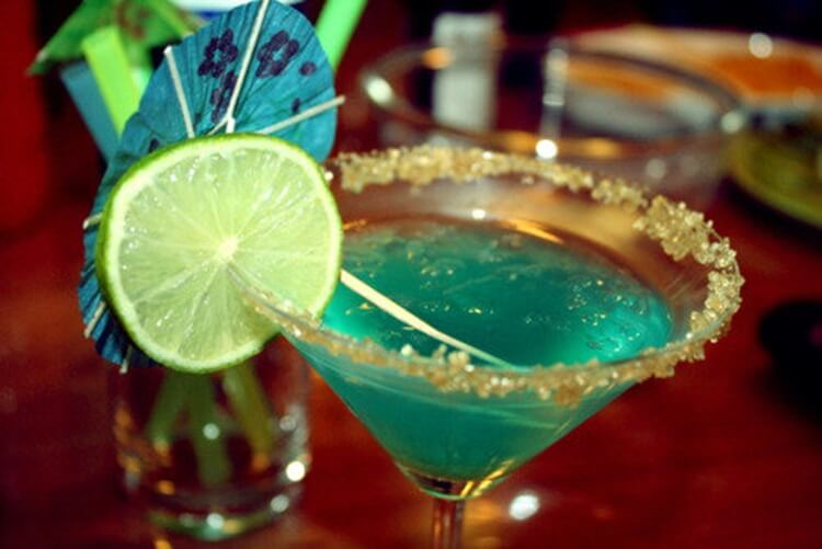 Colorful alcoholic drinks (32 Photos) 13