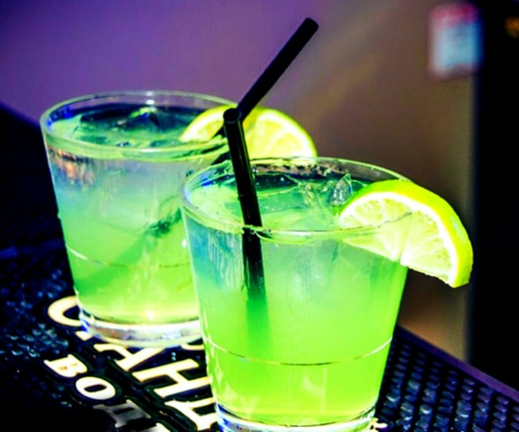 Colorful alcoholic drinks (32 Photos) 27