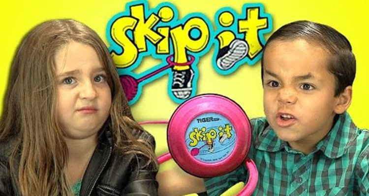 badchix Kids react to Skip-It