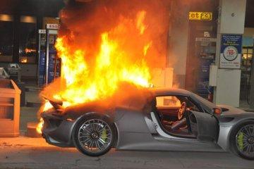 badchix Porsche 918 Spyder