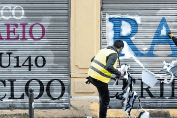 Dude Turns Ugly Graffiti into Legible (8 Photos)