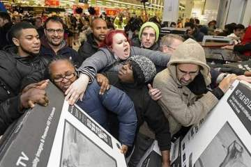 Black Friday Chaotic Fight Near a JC PENNEY Store