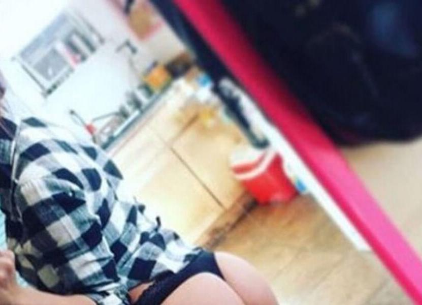 Mirrors will forever be a Girls best Friend (50 Photos)