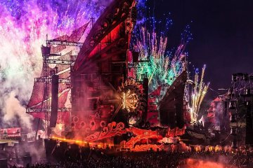 Wake-Up With the Strong Bass of Defqon. 1 1
