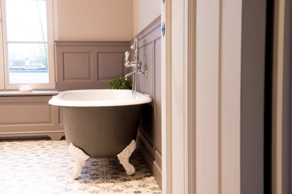 Cast Iron Bathtub Guide What You Should Know Before You Buy