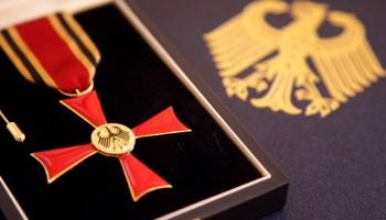 Frank E. R. Diem erhält Bundesverdienstkreuz: Baden-Württemberg.de