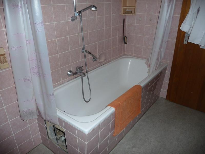 Badezimmer behindertengerecht umbauen Badewanne auf