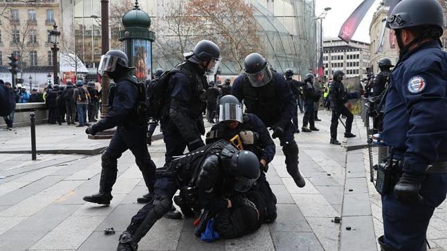 فرنسا…توقيف مشتبه به ثالث على خلفية الهجوم