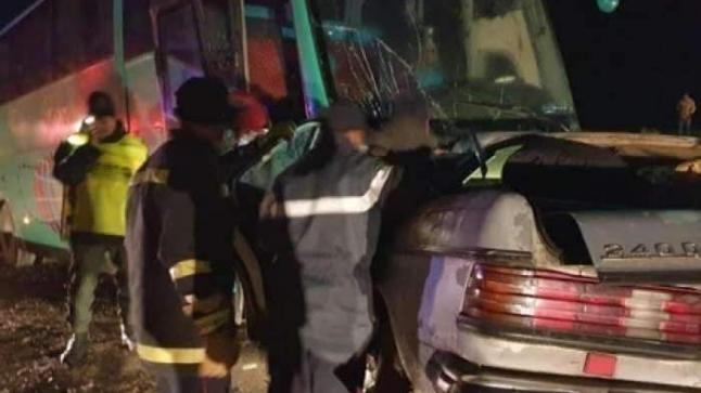 مصرع خمسة أشخاص في حادثة سير مروعة