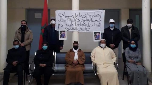 """مستشارون يعتصمون داخل مقر جماعة احتجاجا على """"فساد"""" رئيس"""