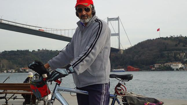 عبد ربه هاشمي.. حين تتحدى الدراجة الهوائية الحدود والمسافات