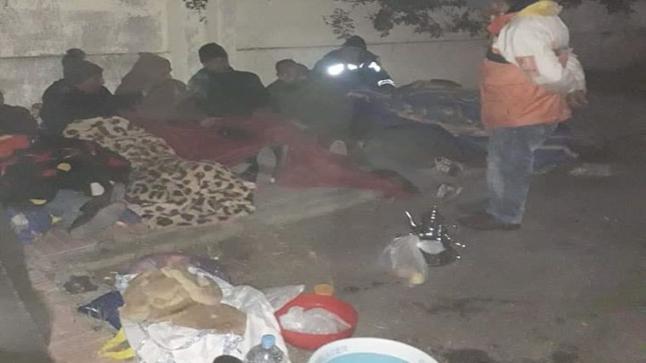 عمال الوساطة يبيتون في العراء بعد فض اعتصامهم من أمام مقر العمالة