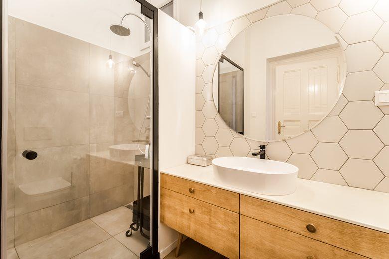 Leuke eigentijdse kleine badkamer  Badkamers voorbeelden