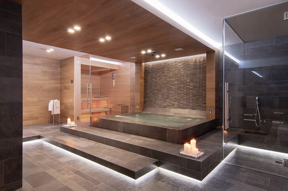Luxe Wellness ruimte in Italiaanse villa  Badkamers