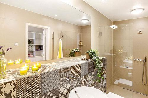 Moderne badkamer in beige tinten  Badkamers voorbeelden
