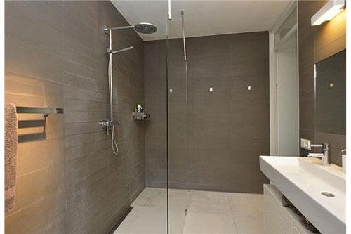 Moderne badkamer via Funda  Badkamers voorbeelden