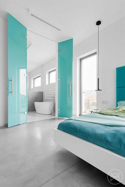 Moderne badkamer met turquoise accenten  Badkamers