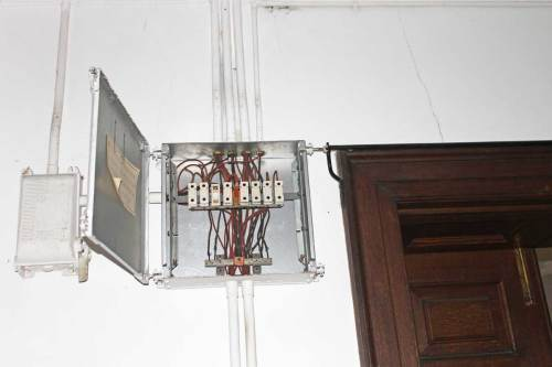 small resolution of the old china fuse box