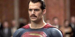 Henry Cavill Superman baffi Justice League